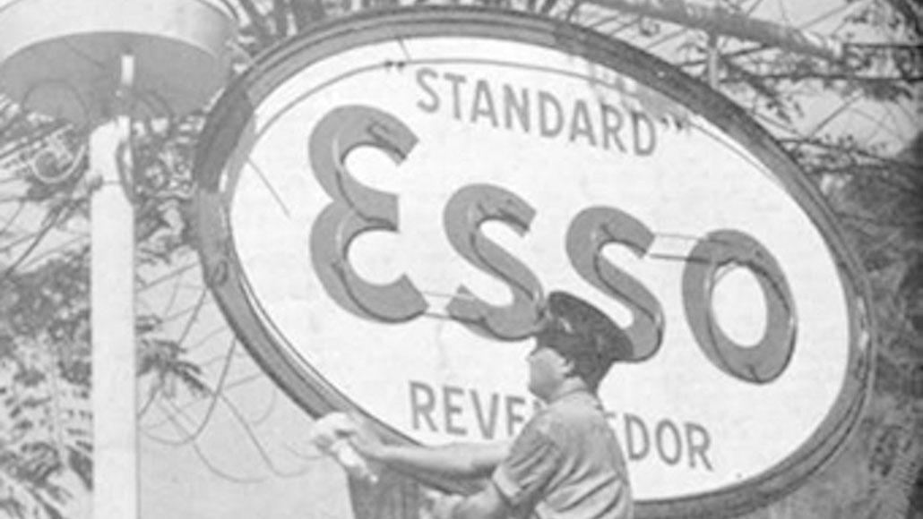 Historical photo of the Esso logo in Brazil.