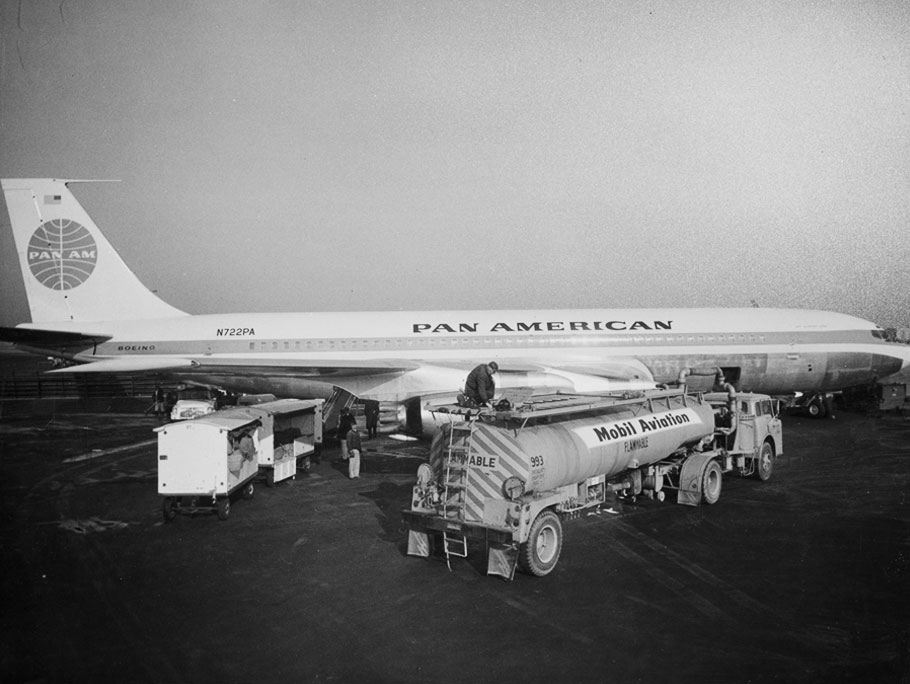 1958 Pan American Airways plane