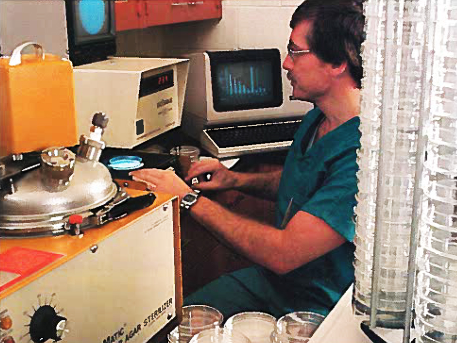 1980 Exxon Biomedical Sciences scientist at work