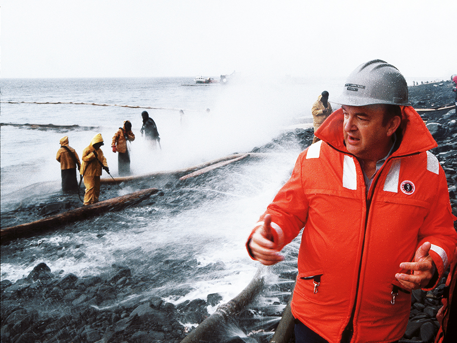 Valdez oil spill ExxonMobil cleanup crew at work 1989